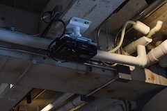 天井にプロジェクターが設置されています。(2016-12-22,共用部,LIVINGROOM,1F)