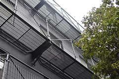 鉄をたくさんつかったユニークな建物です。(2016-12-22,共用部,OTHER,1F)