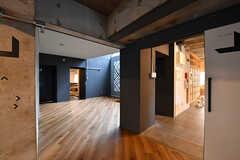 共用の空間はラウンジ、リビング、キッチンと3つあります。(2016-12-22,共用部,OTHER,1F)