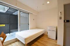 専有部の様子2。掃き出し窓からはベランダに出られます。(UNIT C・208号室)(2016-12-22,専有部,ROOM,2F)