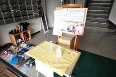 玄関に設置されたコミュニケーション・ボードの様子。(2010-04-14,周辺環境,ENTRANCE,1F)