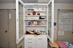食器棚の様子。(2010-04-14,共用部,LIVINGROOM,1F)