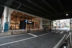 市川駅直結のショッピングビル「Shapo」までは徒歩30秒ほど。(2020-12-03,共用部,ENVIRONMENT,1F)