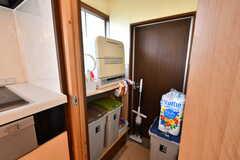 ゴミ箱と食洗機の様子。(2020-07-22,共用部,OTHER,1F)