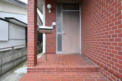 玄関の様子。(2018-10-16,周辺環境,ENTRANCE,1F)