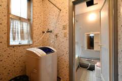 脱衣室には洗濯機が設置されています。(2018-10-16,共用部,LAUNDRY,1F)