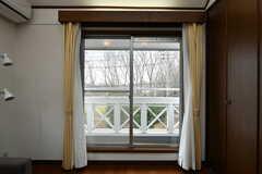 掃き出し窓からはベランダに出られます。(2020-01-27,共用部,LIVINGROOM,2F)
