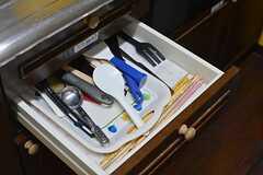 共用のキッチングッズは引き出しに収納されています。(2015-10-19,共用部,KITCHEN,1F)
