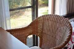 椅子はゆったりサイズ。(102号室)(2015-10-19,専有部,ROOM,1F)
