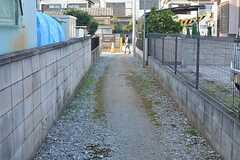 建物の目の前の小道。(2015-10-19,共用部,OTHER,1F)