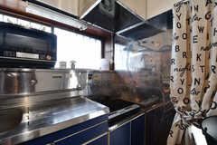 キッチンの作業スペースはコンパクト。(2019-08-22,共用部,KITCHEN,1F)
