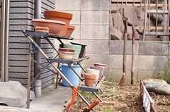 鉢も用意されています。(2012-02-01,共用部,OTHER,1F)