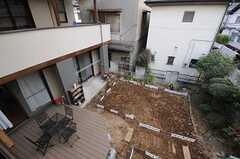 窓から菜園が見下ろせます。(201号室)(2012-02-01,専有部,ROOM,2F)