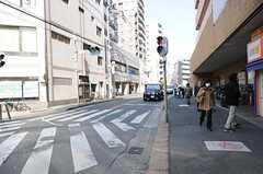 各線・松戸駅からシェアハウスへ向かう道の様子2。(2012-02-01,共用部,ENVIRONMENT,1F)