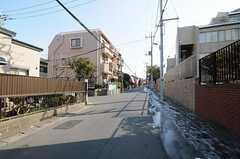 各線・松戸駅からシェアハウスへ向かう道の様子3。(2012-02-01,共用部,ENVIRONMENT,1F)
