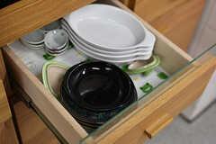 食器は引き出しと戸棚にに収納されています。(2018-06-18,共用部,KITCHEN,1F)
