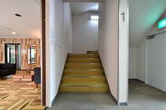 上の階には階段でも移動ができます。(2018-06-18,共用部,OTHER,1F)