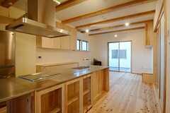 ラウンジの様子4。引き戸の奥の空間は、常時住人専用の空間です。(2014-11-13,共用部,LIVINGROOM,1F)