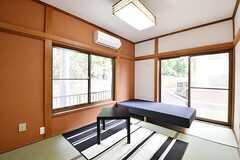 専有部の様子。和室です。掃き出し窓の先は駐輪場です。(102号室)(2016-11-28,専有部,ROOM,1F)