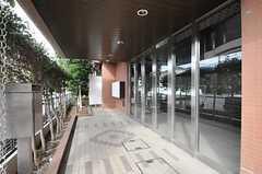 シェアハウスの正面玄関の様子。(2013-11-28,周辺環境,ENTRANCE,1F)
