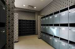 靴箱スペースの様子。各部屋ごとに靴箱と靴棚が設けられています。(2013-11-28,周辺環境,ENTRANCE,1F)