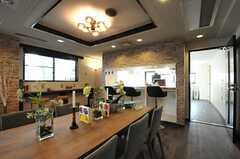 キッチンとの仕切り壁はカウンターテーブル仕様です。(2013-11-28,共用部,LIVINGROOM,1F)