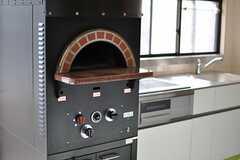 実際にピザが焼けるピザ窯が設置されています。(2013-11-28,共用部,KITCHEN,1F)