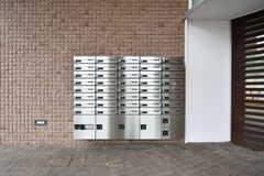 郵便受けと宅配ボックスが設置されています。(2018-03-20,周辺環境,ENTRANCE,1F)