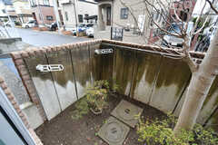 庭の様子。洗濯物を干すことができます。(103号室)(2018-03-20,専有部,ROOM,1F)