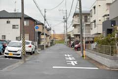 土手までは歩いて1分ほど。(2018-03-20,共用部,ENVIRONMENT,1F)