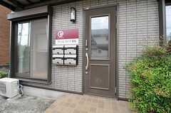 シェアハウスの正面玄関。(2013-07-30,周辺環境,ENTRANCE,1F)