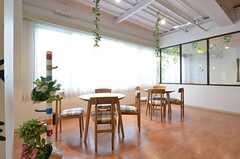 カフェスペースの様子。(2014-12-10,共用部,LIVINGROOM,1F)
