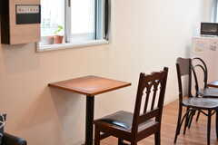 ひとり用の席は、仕事や勉強にも使いやすそう。(2020-11-24,共用部,LIVINGROOM,1F)