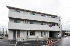 建物の外観。2・3Fがシェアハウスです。1Fは保育施設になるとのこと。(2016-09-16,共用部,OUTLOOK,1F)