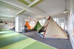 グランピングスペースの様子。テントが3箇所設置されています。(2017-04-10,共用部,OTHER,3F)