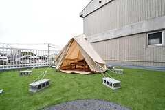 ベランダにもテントが設置されています。(2017-04-10,共用部,OTHER,3F)