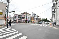 京成本線・京成大久保駅前の交差点。(2019-08-20,共用部,ENVIRONMENT,1F)