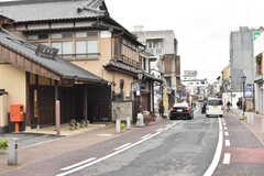 JR成田線・JR成田エクスプレス成田駅周辺の商店街の様子。(2017-03-15,共用部,ENVIRONMENT,1F)