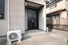 シェアハウスの玄関の様子。(2014-02-19,周辺環境,ENTRANCE,1F)
