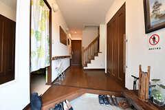 玄関から見た内部の様子。土間と廊下が広いです。(2017-01-30,周辺環境,ENTRANCE,1F)