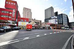 京成線・京成成田駅前の様子。右手の方向へ進むとJR成田駅があります。(2017-01-30,共用部,ENVIRONMENT,1F)