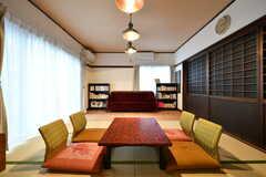 図書室の様子。畳がメインの作りです。(A棟)(2017-10-06,共用部,LIVINGROOM,1F)