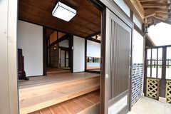 玄関から見た内部の様子。奥がリビングです。(2018-05-29,周辺環境,ENTRANCE,1F)