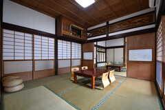 リビングの様子。広々とした和室です。リビングには神棚が設置されています。(2018-05-29,共用部,LIVINGROOM,1F)