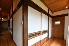 廊下の様子。ドアの先はシャワールームです。(2018-05-29,共用部,BATH,1F)