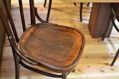 椅子の座面には細かな模様。(2013-10-10,共用部,LIVINGROOM,1F)