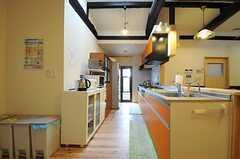 キッチンの様子。(2013-10-10,共用部,KITCHEN,1F)
