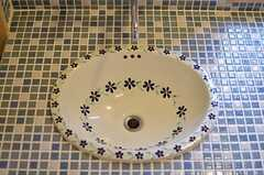タイル貼りの洗面台がとってもキュート。(2013-10-10,共用部,OTHER,1F)