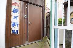 正面玄関の様子。(2015-10-01,周辺環境,ENTRANCE,1F)