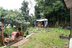 庭の様子2。庭にはピザ窯が設置されています。(2017-10-17,共用部,OTHER,1F)